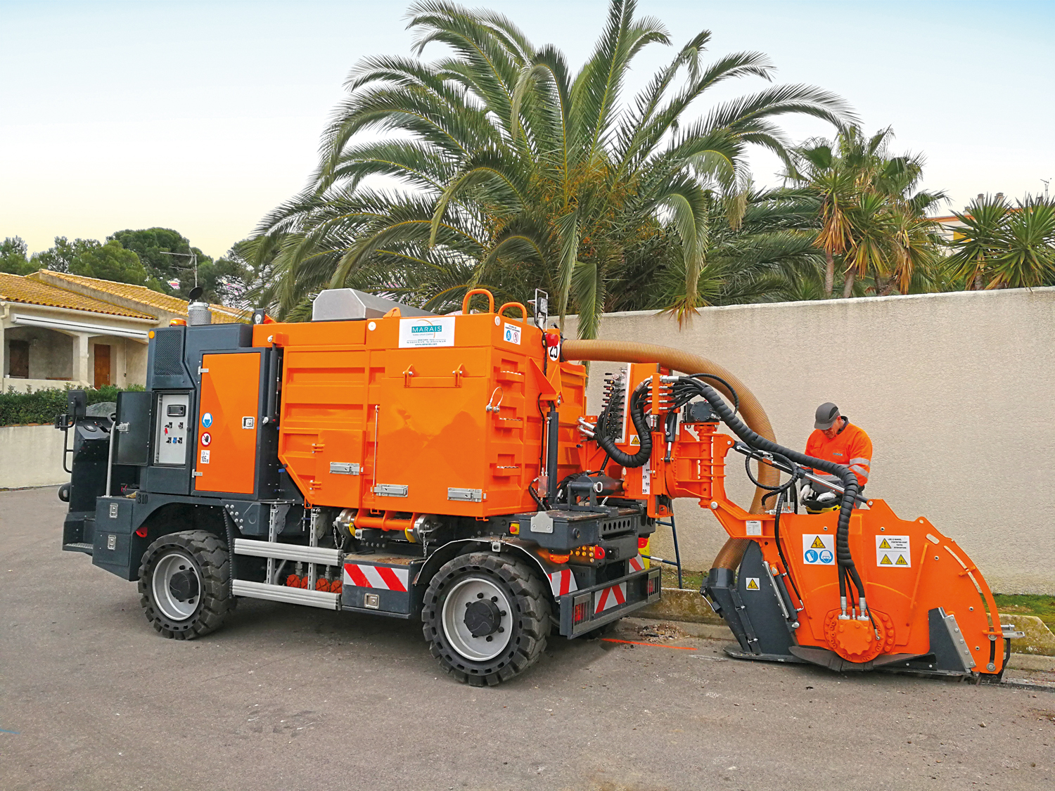 Tesmec Marais CityCleanfast with Integrated Vacuum System Trencher