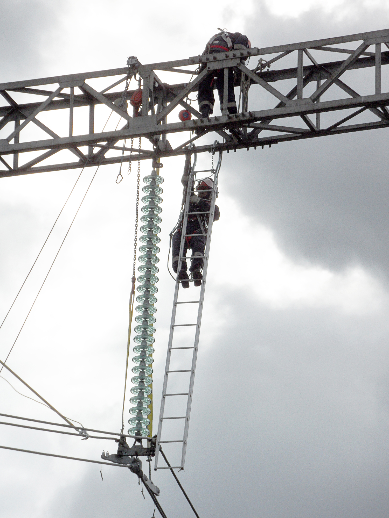 Top Safety guaranteed by Tesmec Aluminium Structures for Stringing operations