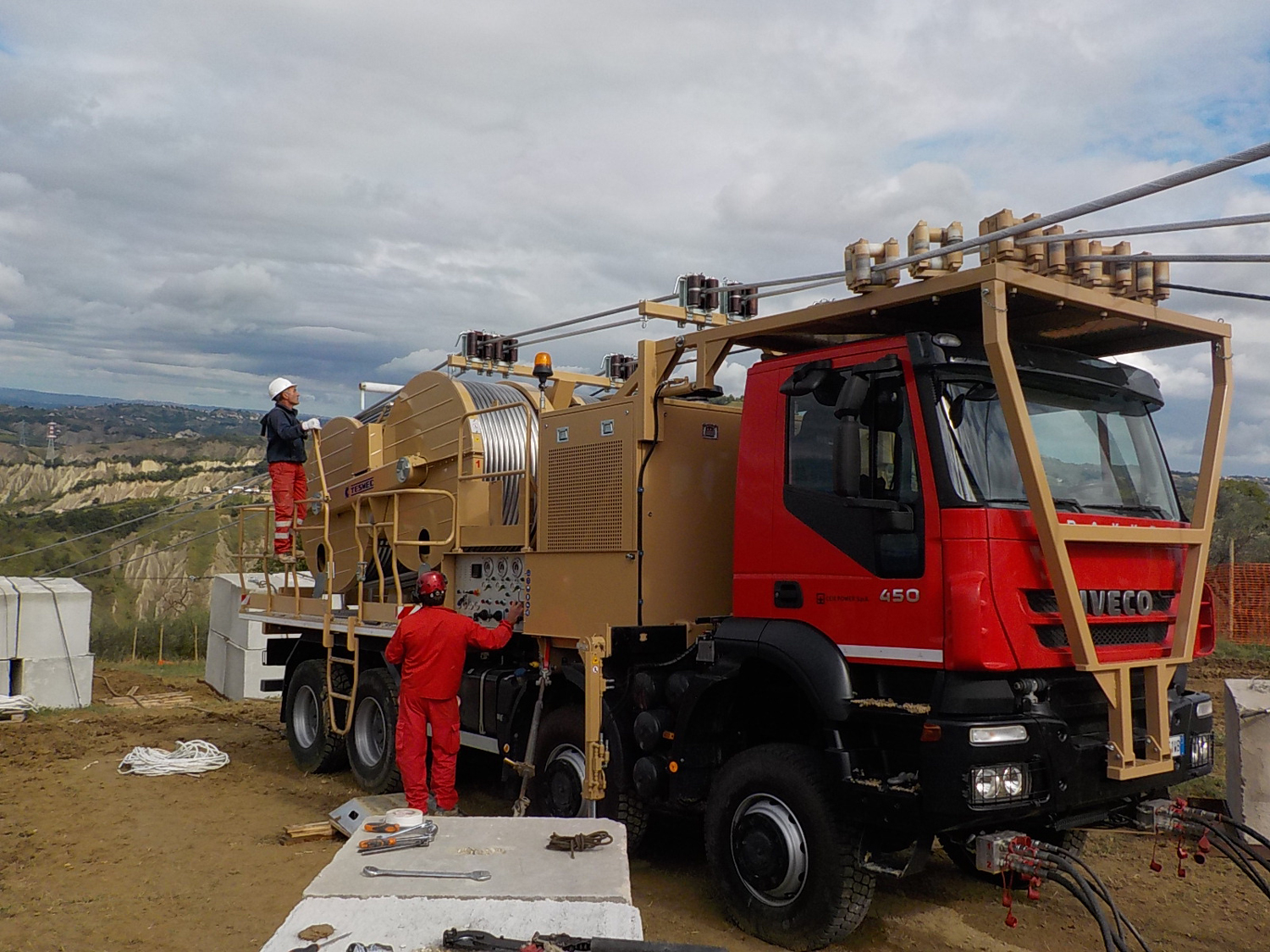 Tesmec Stringing - Truck and trailer mounted Machine