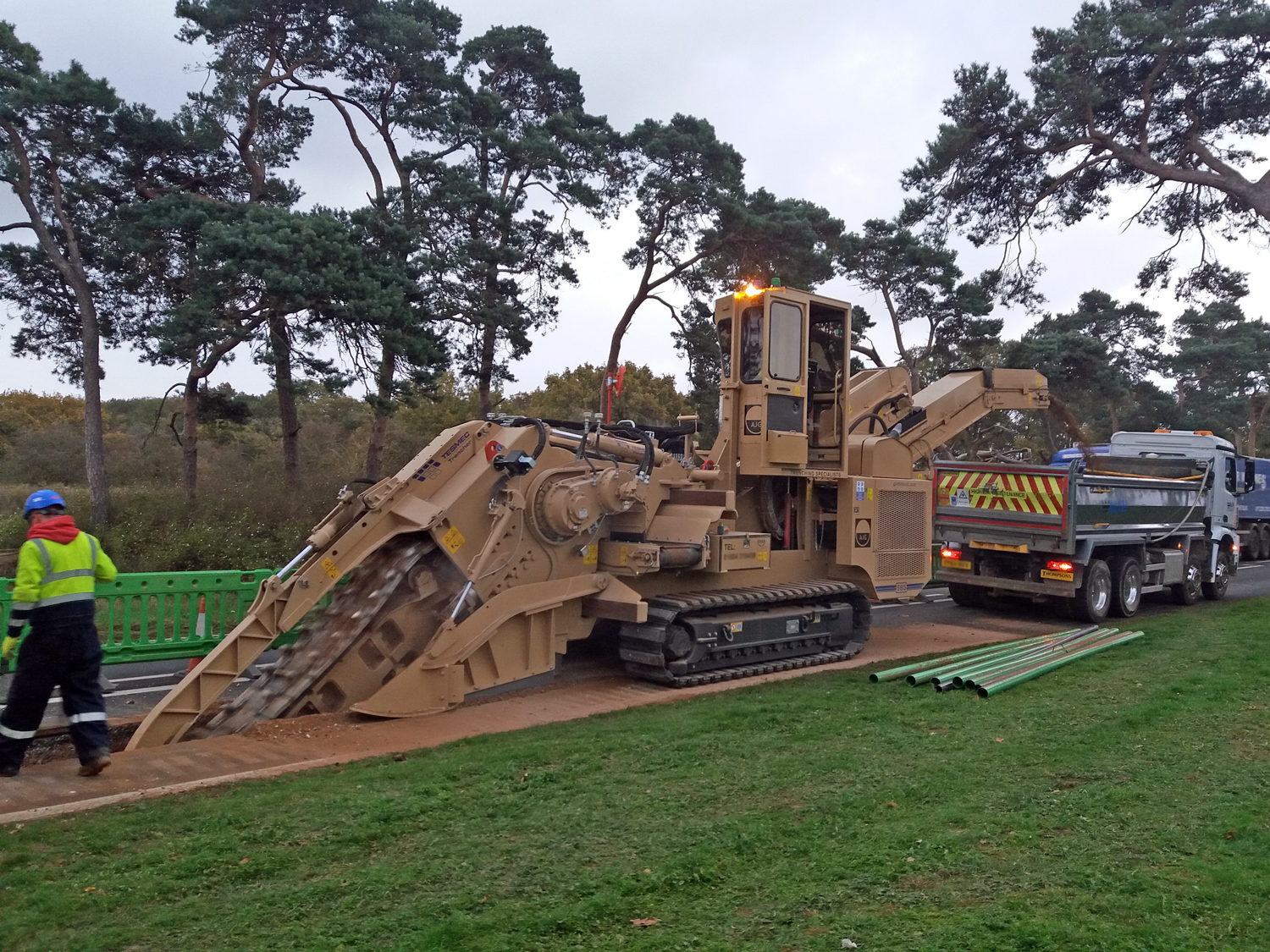 Tesmec 985 Chainsaw Trencher capable to work where space is the main issue