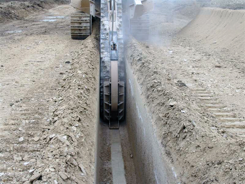 Tesmec M5 Chainsaw trencher for pipelines construction, underground powerlines installation and channel excavation