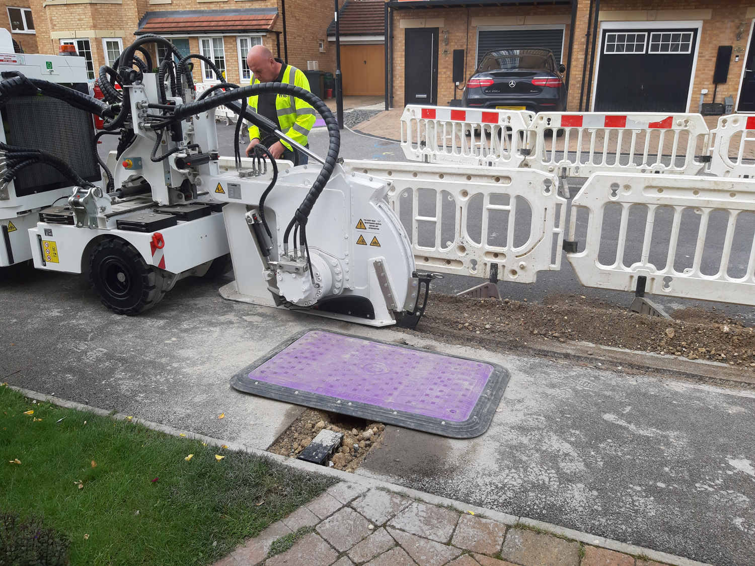 Tesmec SC4P Compact-sized Wheeled Trencher for Optic Fiber