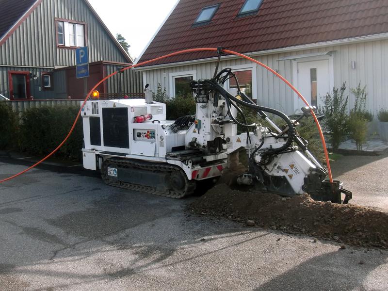 Chainsaw Trencher Sidecut SC3C by Tesmec Marais that allows cutting on sidewalks