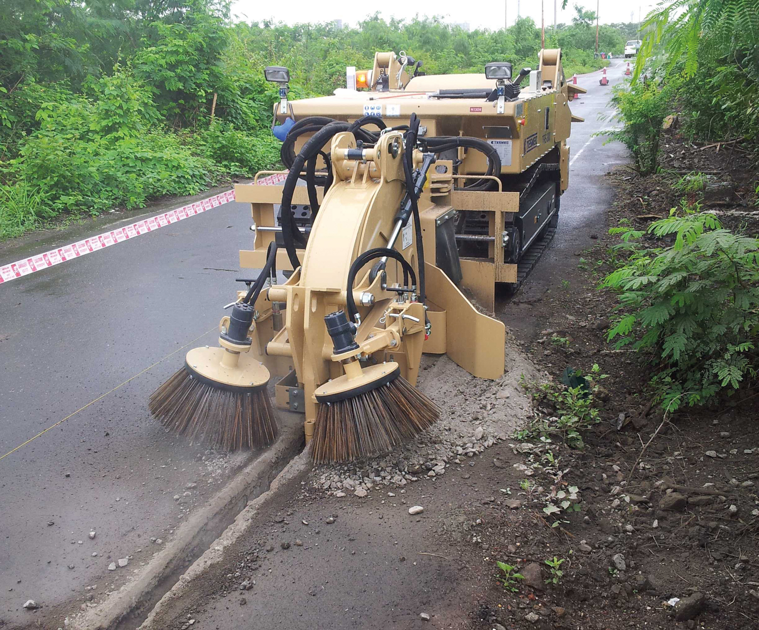 Tesmec 300 Rocksaw Trencher for narrow trenching